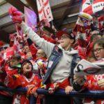 """""""Rotjacken"""" feiern  Saison-Sweep gegen VSV"""